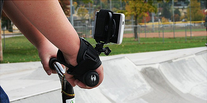 Hand Mount, while rideing a scooter